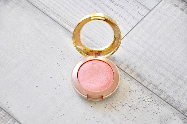 top 5 kosmetyków do makijażu dostępnych w drogerii douglas - róż do policzków milani baked blush