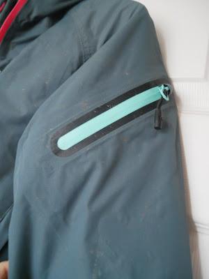 zip pocket on Dirtelj Pro dirtsuit edition woman waterproofing