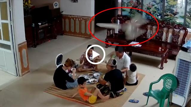 Quạt trần bất ngờ rơi xuống mâm cơm gia đình