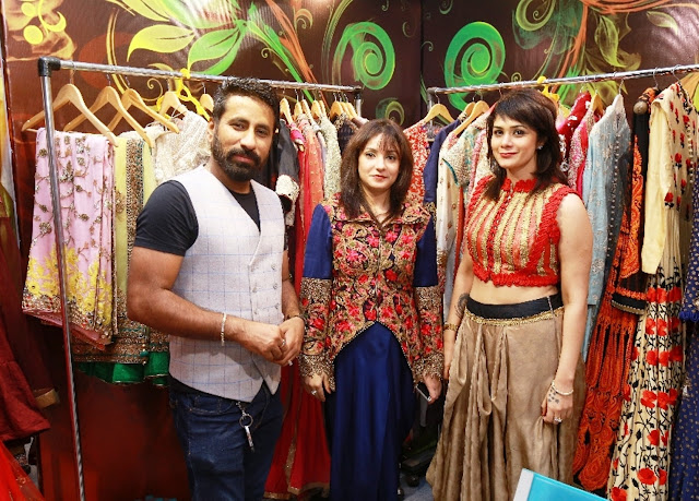 Guests with Designer Manchanda (Right)