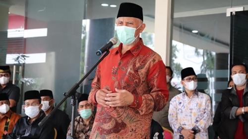 Buya Mahyeldi Lepas Jenazah Priadi Syukur di Lobi Kantor Gubernur