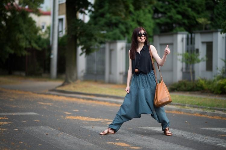 stylizacja z szarawarami | szarawary Lokaah | stylizacja na lato | jak nosić szarawary | wrzuć na luz | blog modowy szarawary | blog o modzie