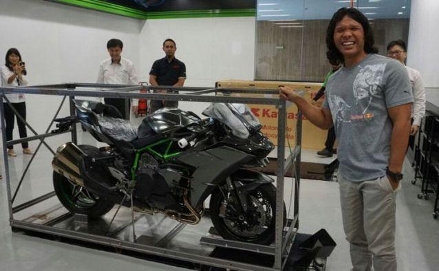 Keren!! Satu-satunya Orang Indonesia Pemilik Kawasaki Ninja H2 Carbon