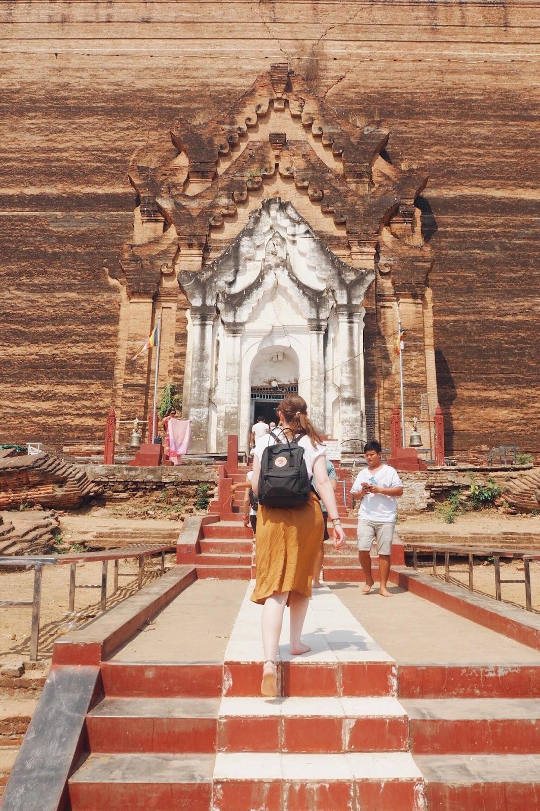 Front of Pahtodawgyi Pagoda