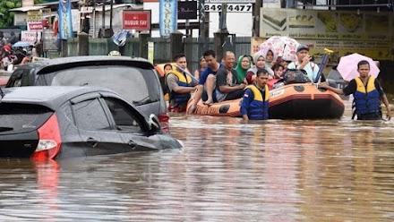 Ινδονησία: Τουλάχιστον 44 νεκροί από πλημμύρες και κατολισθήσεις στη νήσο Φλόρες