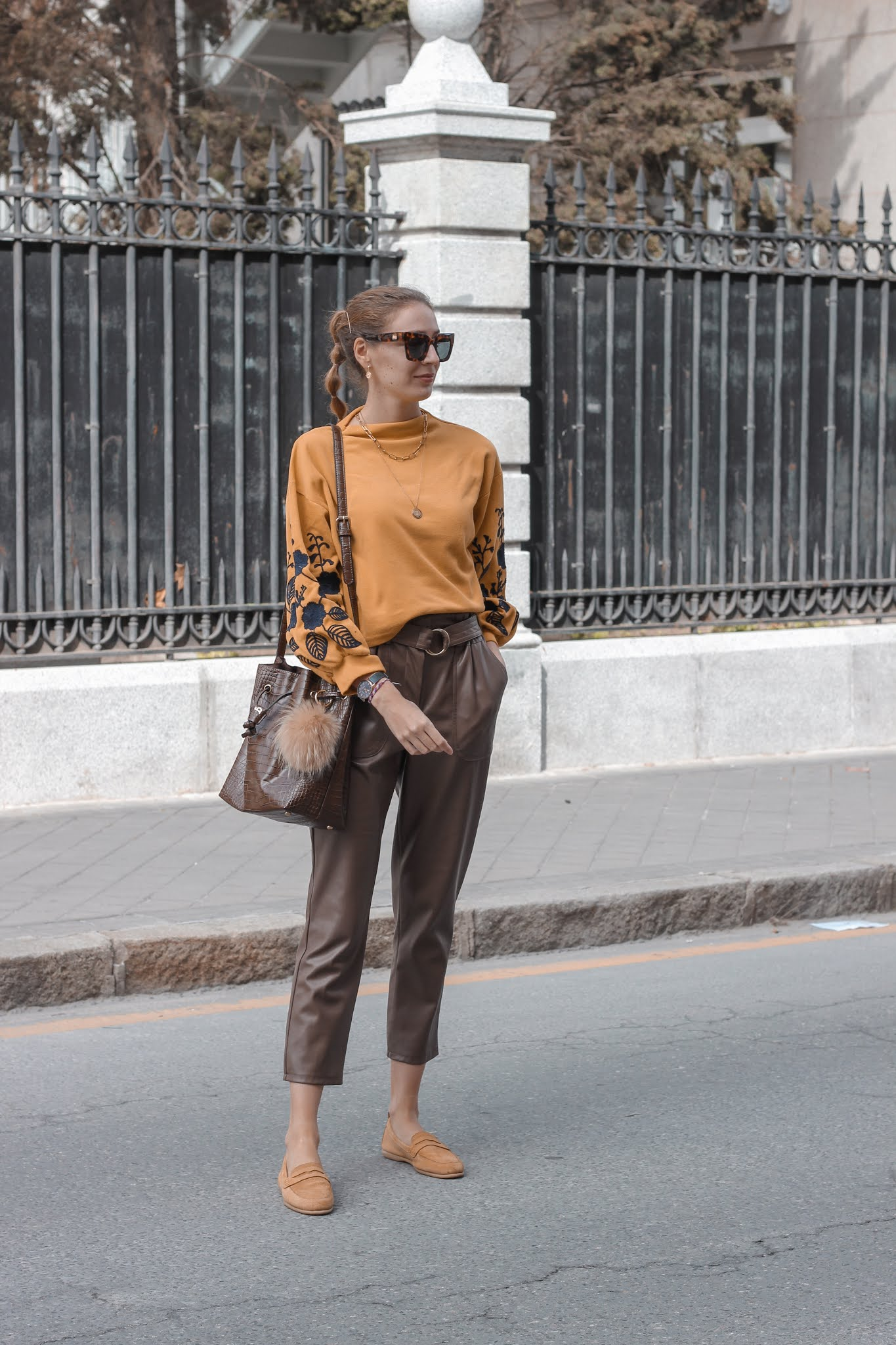 carmela-shoes-mocasines-mostaza-paperpab-pantalones-primark-preppyels