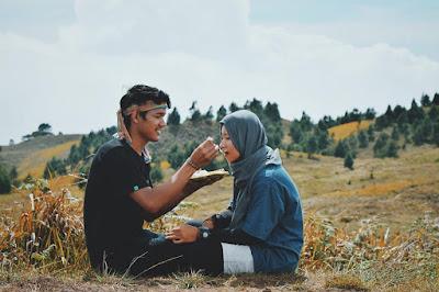 Pendaki romantis
