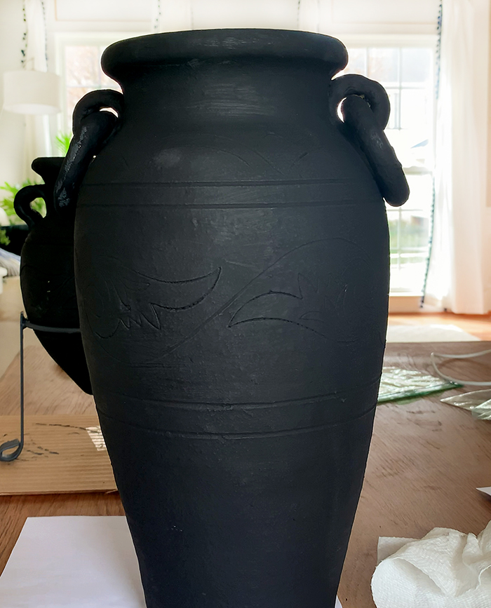 How to paint old vases black