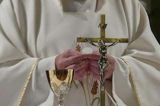 http://vnoticia.com.br/noticia/4440-diocese-de-campos-suspende-missas-com-a-presenca-de-fieis