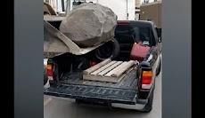 Jatuhkan Batu Seberat 250 Kg di Mobil, Pemilik Langsung Menyesal