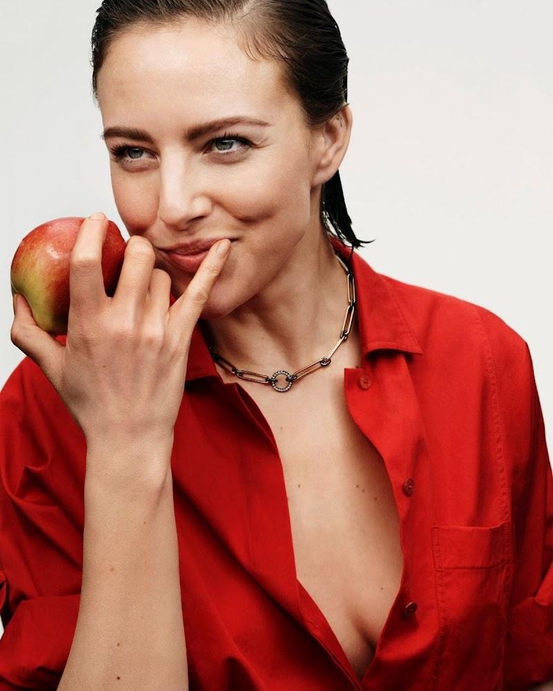 Eliza Cummings Clicked for Vogue Magazine - Poland 2021