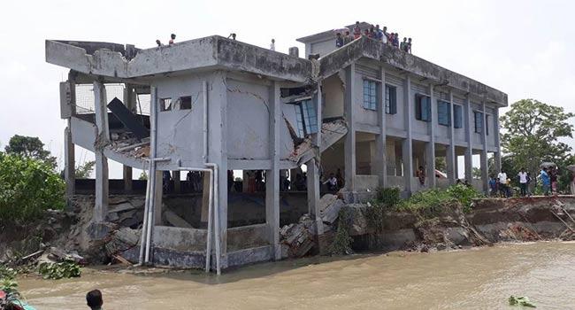 বসতবাড়ি ও আবাদি জমি নদী গর্ভে বিলীন,দিশেহারা মানুষ