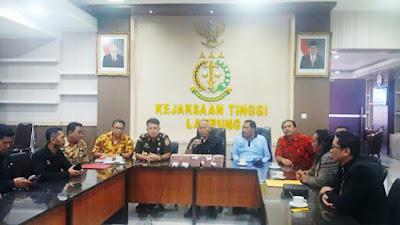 Alay Cicil Uang Pengganti Kerugian Negara ke Kejati Lampung