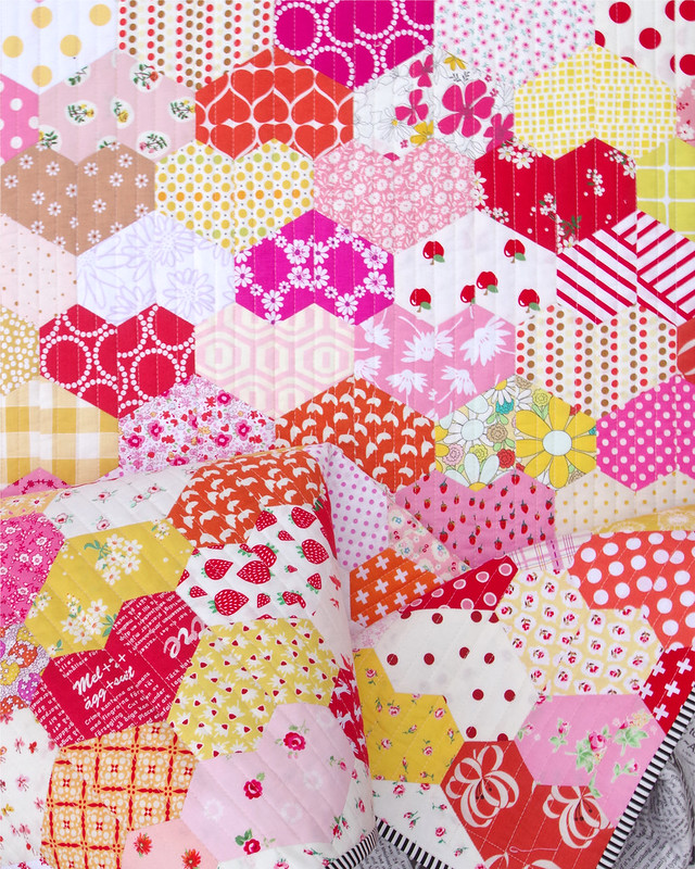 Warm Hearted Quilt - English Paper Piecing | © Red Pepper Quilts 2020 #englishpaperpiecing #patchworkquilt