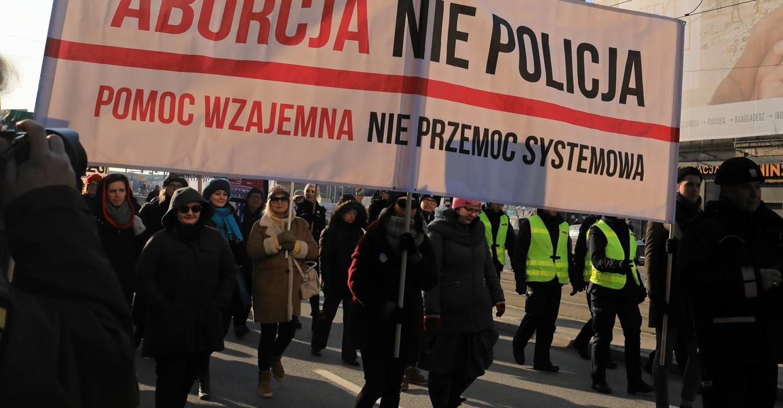 Polonia: Más de mil mujeres por año obligadas a tener hijos con malformaciones