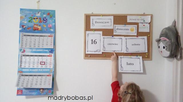 jak nauczyć dziecko kalendarza, kalendarz dla dzieci, nauka kalendarza, zabawy z kalendarzem, plansze edukacyjne