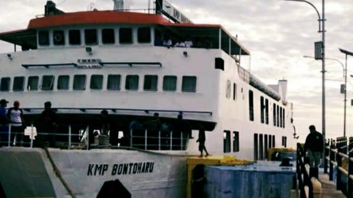 Jadwal Kapal Fery Selat Selayar Molor, Penumpang Mengeluh