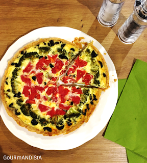 image Tarte brocoli, tomates et pâte sablée parmesan-romarin