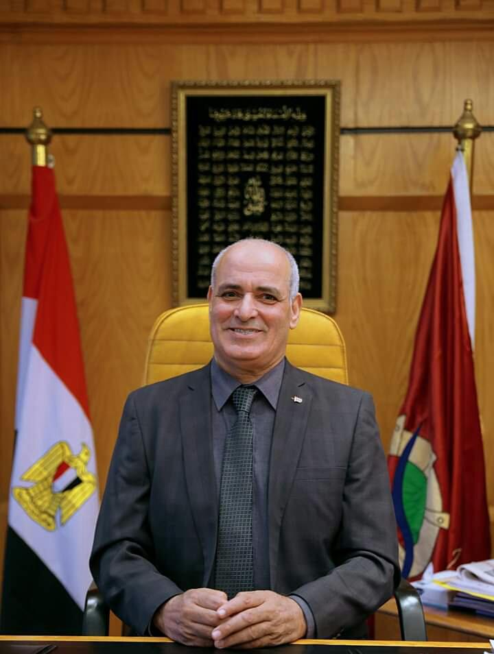 رئيس جامعة الفيوم يهنئ الأخوة الاقباط بعيد الغطاس