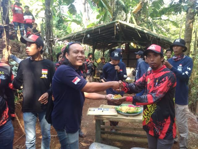 Komunitas Belwics Sukabumi Tebar Lirisan Ikan Di Kampung Sirnagalih