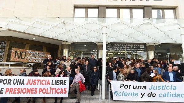 Jueces y senadores de España van a segunda huelga este año