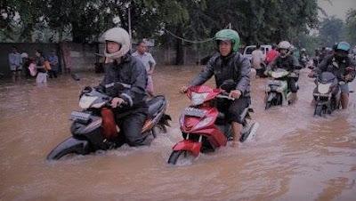 Sepeda Motor Terendam Banjir
