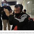 Pria ini Teriak Histeris Mengetahui Istri Beserta Tiga Anaknya Menjadi Korban Pesawat Sriwijaya SJ 182