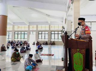 Syiar Kamtibmas, Kapolres Enrekang Beri Bantuan Dan Tekankan Prokes Dalam Hadapi Lonjakan Kasus COVID-19 Akhir-Akhir Ini