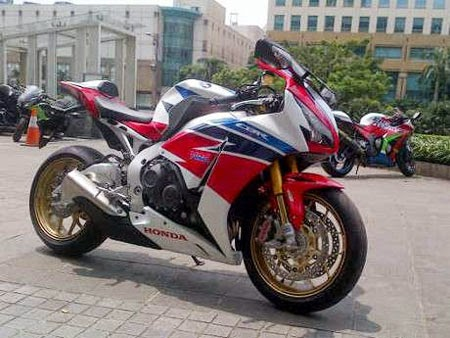 Review CBR1000RR Fireblade