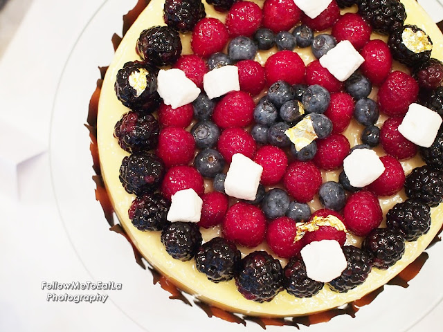 Christmas Mixed Berries Cheese Cake