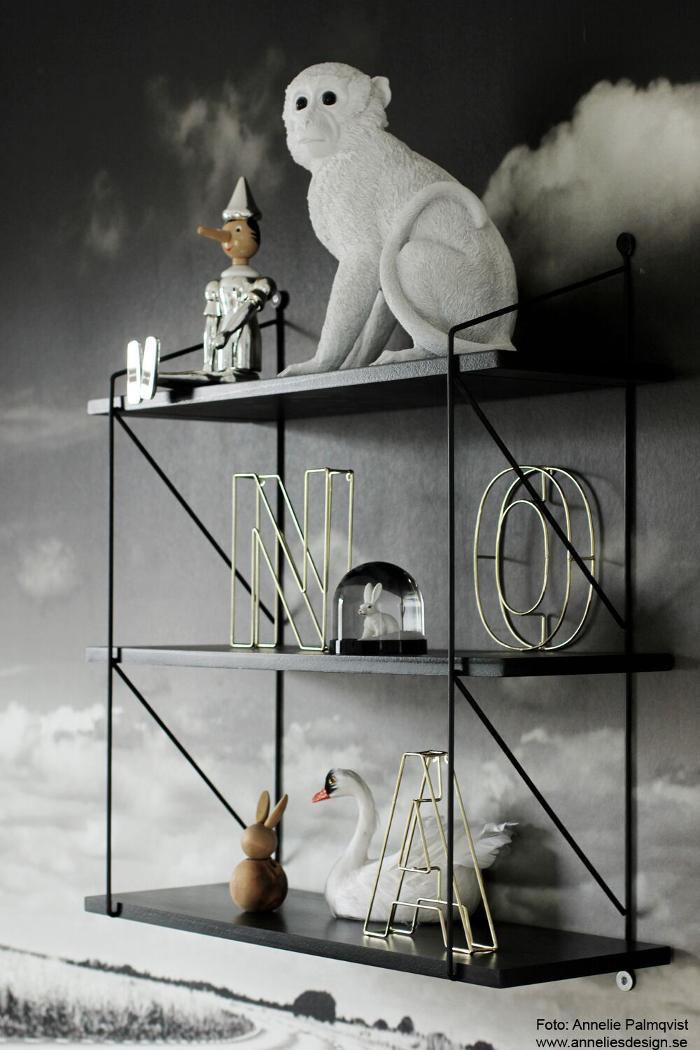 annelies design, barnrum, inredning, detaljer, hylla, apa, sparbössa, pinocchio, wire bokstäver, bokstav, metall, tråd, svan, kanin, wonderball, snöglob, kaniner, dekoration, webbutiker, webshop, nätbutik, inrendingsbutik, presenttips, dop, doppresent