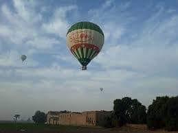 إنطلاق ١٨ رحلة بالون طائر في سماء محافظة الأقصر اليوم