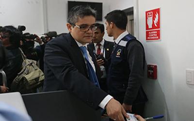 Hallan informe sobre Keiko Fujimori en oficina de asesor de Chávarry