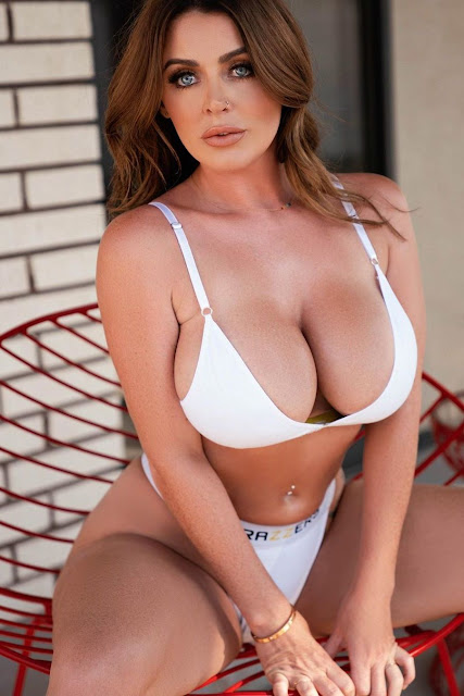 Busty brunette in big cleavage insta shot