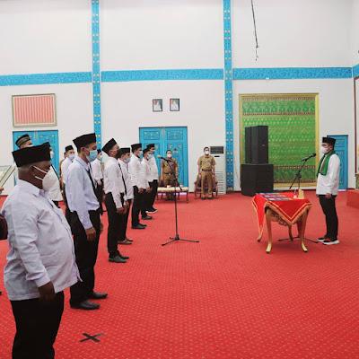 Bupati Pelalawan H.Zukri melantik puluhan anggota Badan Permusyawaratan Desa (BPD)
