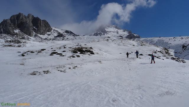 Circular invernal a Peña Ubiña Pequeña desde Torrebarrio