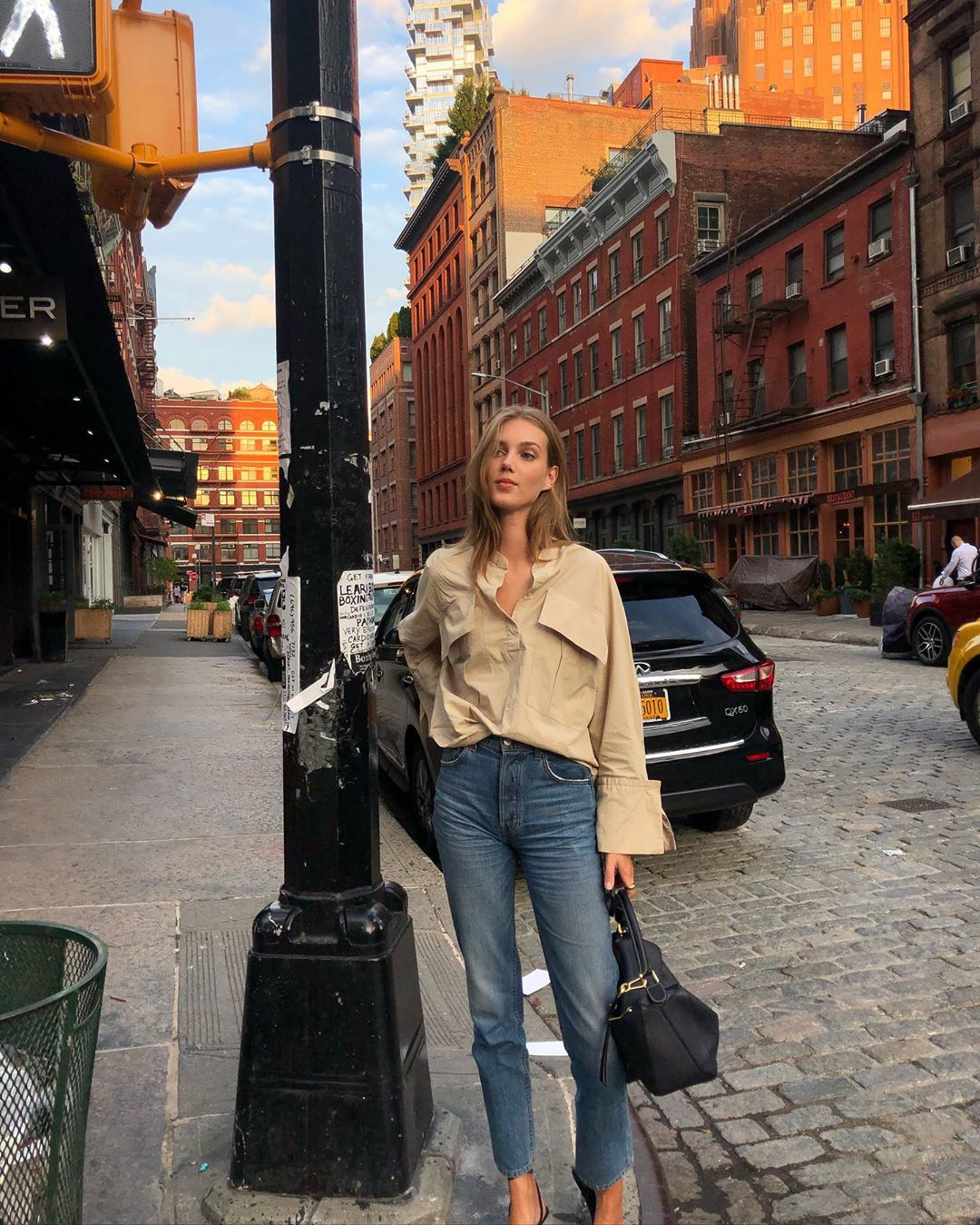 Transitional Chic Fall Outfit - Cecilie Moosgaard Nielsen in button-down shirt and denim jeans