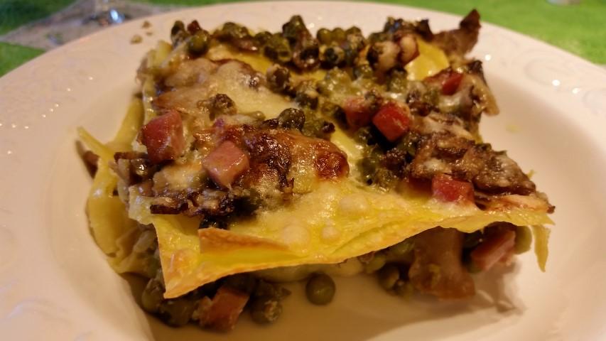 lasagne al forno con funghi piselli e pancetta