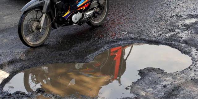 """Anda harus ekstra hati-hati jika melintasi Jl Mistar Cokrokusumo di kawasan Desa Bangkal Kecil RT11 Kecamatan Cempaka.  Sebab, hampir setiap malam, jalan di kawasan tersebut """"meminta tumbal"""" lantaran ada saja yang celaka."""