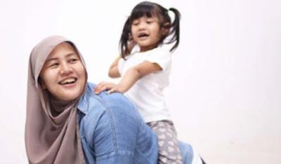 Nama Bayi Perempuan Islami Abjad J