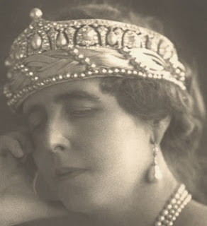 queen marie romania edinburgh elisabeth greece cartier pearl tiara