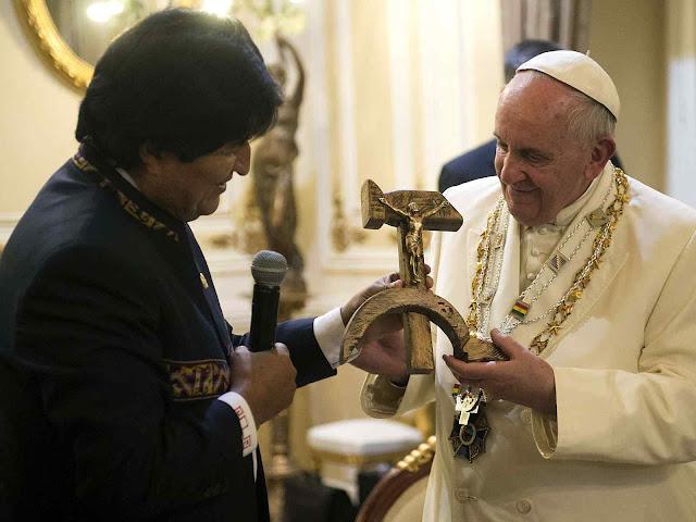 No tempo que a América Latina gemias sob ditaduras esquerdistas o Papa Francisco visitava os opressores e recebia presentes simbólicos deles