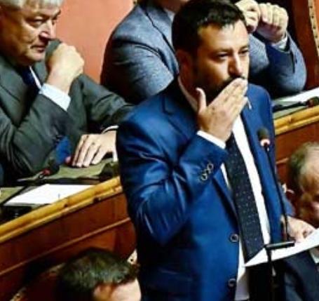 تأجيل جلسة التصويت على إسقاط الحكومة الإيطالية بعد نقاش صاخب