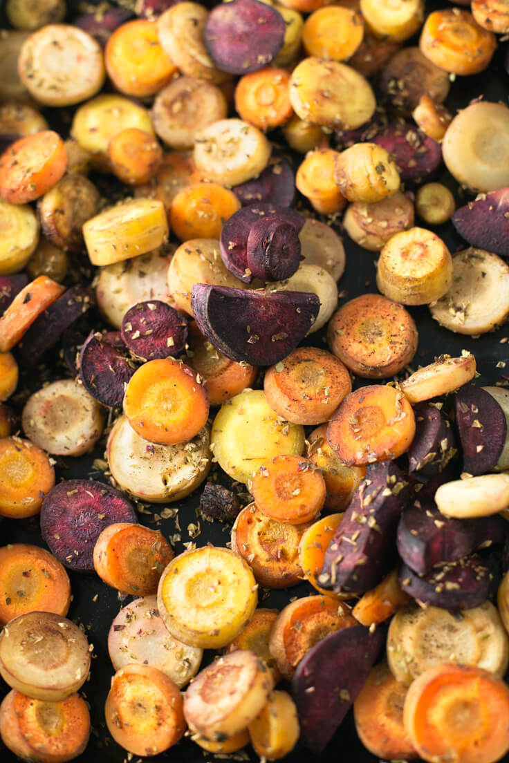Roasted Carrots Without Oil - Roasting carrots without oil is a breeze. It is a healthy, wealthy, and nutritious dish, perfect for eating as a garnish for the main dish.