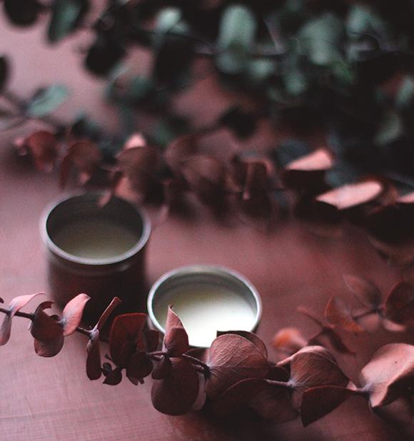 """DIY: Cách làm son dưỡng môi hương bạc hà """"cực đỉnh"""""""
