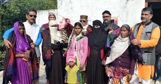 Jaunpur : श्री सर्वेश्वरी समूह ने ठण्ड में असहायों को पहुंचायी राहत