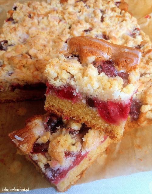 Ciasto ucierane z wiśniami i kruszonką przepis