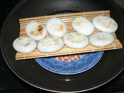ニラ餃子を蒸す