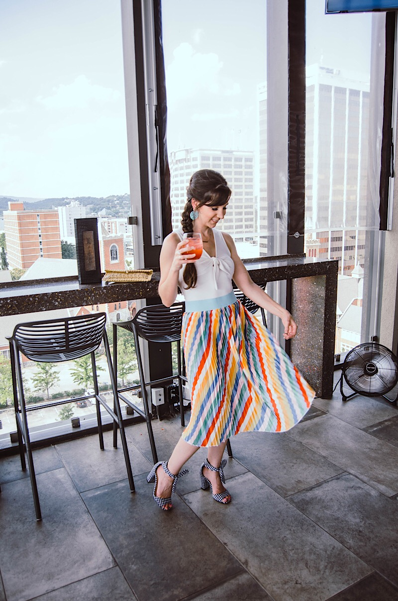 Lularoe rainbow skirt outfit