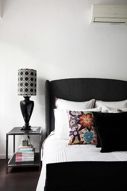 6 Inspirasi Ide Desain Kamar Tidur Berwarna Hitam-Putih